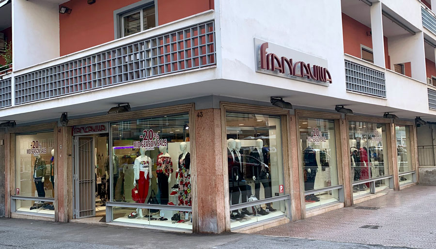Esterno Francavilla Moda Abbigliamento Roma